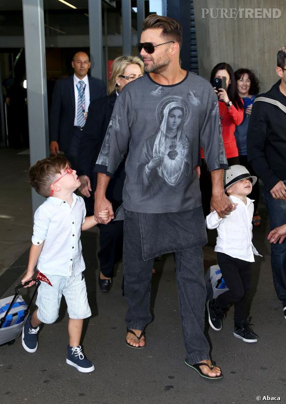 Ricky Martin et ses fils à l'aéroport de Sydney, le 26 septembre dernier.