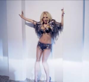 """Filmé dans le désert mais aussi dans des décors de Las Vegas, """"Work Bitch"""" annonce le grand retour de la Britney sexy."""