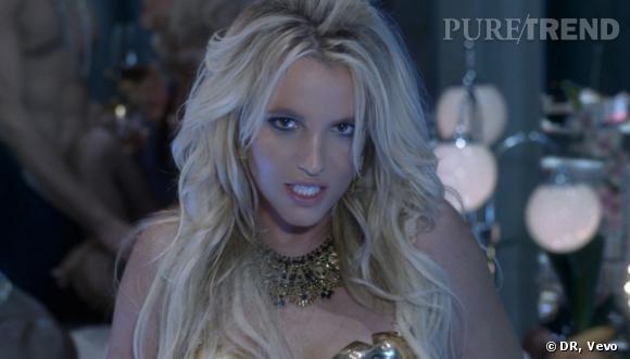 """Britney Spears a enfin dévoilé son nouveau clip """"Work Bitch"""", entre lingerie sexy et accessoires SM."""