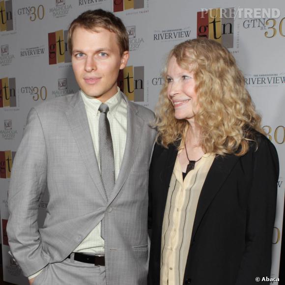 Mia Farrow l'a avoué à demi-mots dans une interview au magazine Vanity Fair : Ronan pourrait bien être le fils de Frank Sinatra.