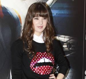 Hailee Steinfeld : la jeune premiere joue les school girls sexy... A shopper !