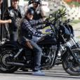 """Charlie Hunnam trop occupé par les tournages de """"Sons of Anarchy"""" ?"""