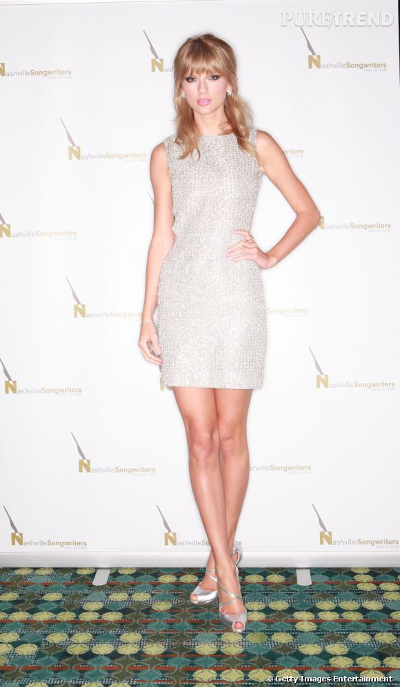 Taylor Swift dans une jolie robe Houghton.