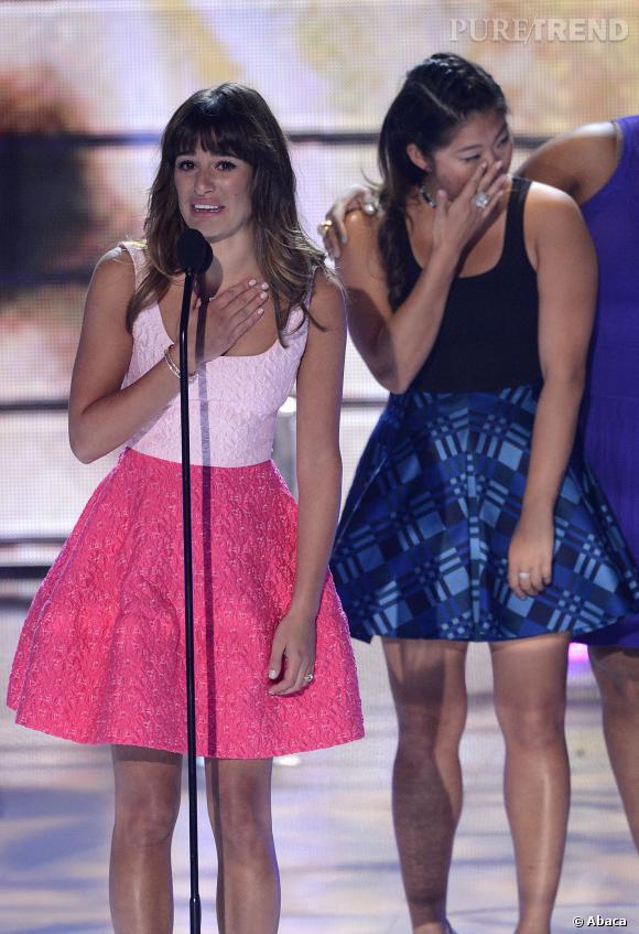 Très émue, Lea Michele, qui a remporté un prix lors des Teen Choice Award il y a quelques semaines, a tenu à le dédier à Cory Monteith.