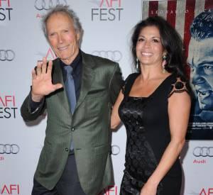Depuis 1996, Clint Eastwood était en couple avec Dina, avec qui il a fini par se marier. Aujourd'hui, elle demande officiellement le divorce.