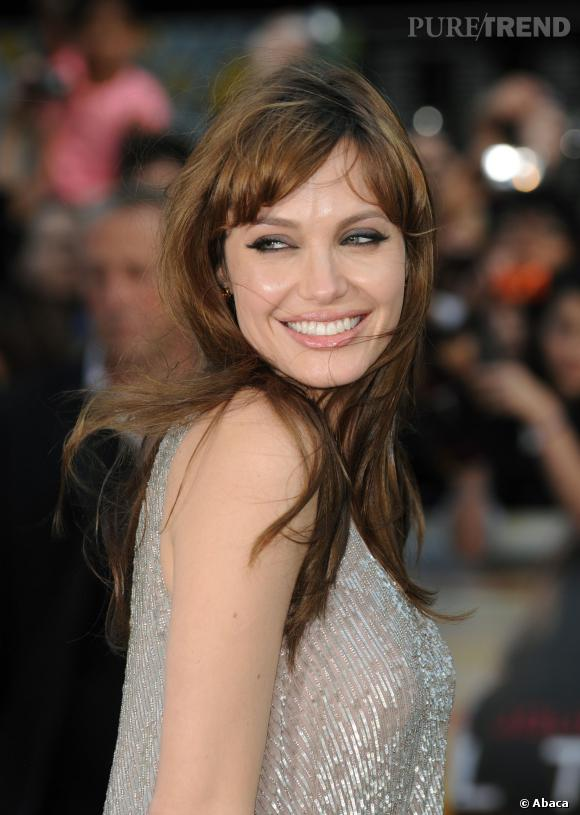 Billy Bob Thornton, Jenny Shimizu, Brad Pitt, sa double mastectomie... Angelina Jolie devrait tout raconter dans son autobiographe.