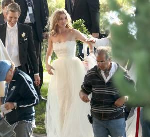 Emily VanCamp superbe mariée.