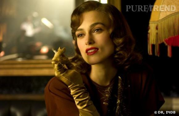 Keira Knightley, beauté des années 40 avec les lèvres rouges et les cheveux crantés dans The Edge of Love.