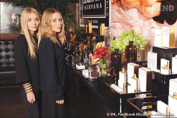 Mary-Kate et Ashley Olsen lors de la présentation de leurs parfums à la presse.