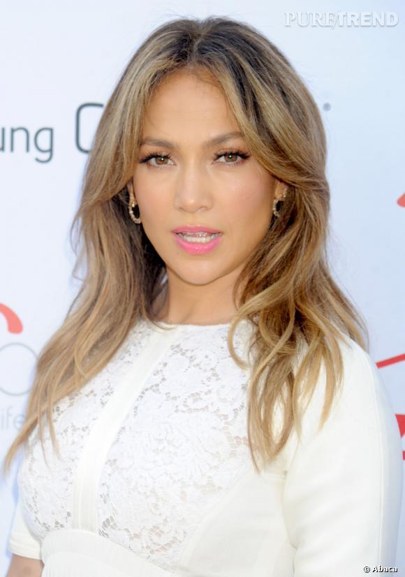 Jennifer Lopez s'est empressée de se défendre, déclarant n'avoir jamais eu recours à de la chirurgie esthétique, quelle qu'elle soit.