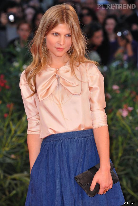 Clémence Poésy au Festival de Venise en 2010, jolie comme une poupée.