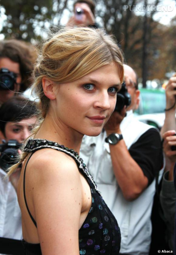 Pour assister au défilé Chanel printemps-été 2012, Clémence Poésy opte pour une jolie tresse.