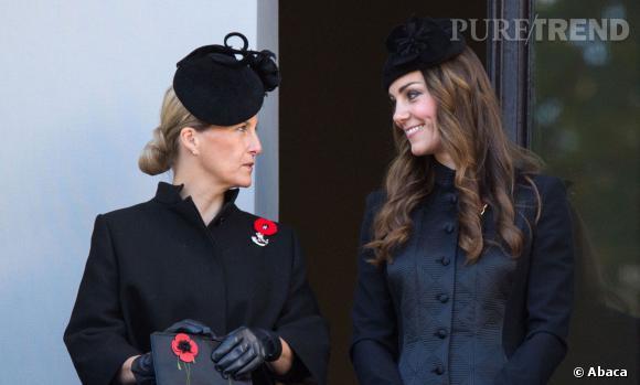 Kate Middleton tout sourire face à Sophie de  Wessex perplexe.