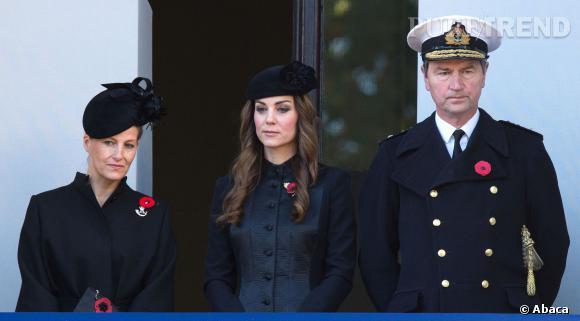 Kate Middleton entourée du Vice-Amiral Thimothy Laurence et de la Comtesse Sophie de  Wessex.