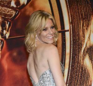 """Elizabeth Banks met sa fine silhouette en avant pour """"Hunger Games : L'Embrasement"""" à Berlin."""
