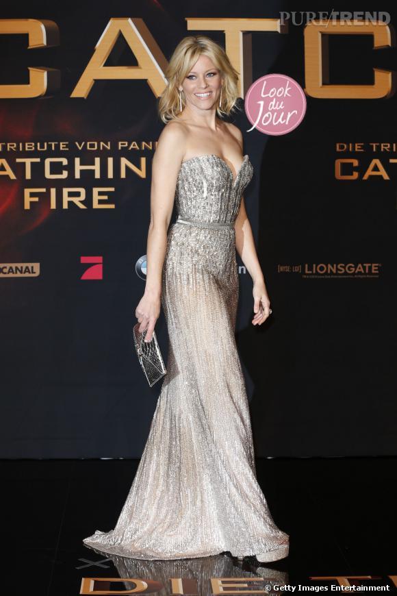 """Elizabeth Banks a attiré tous les regards en Elie Saab pour l'avant-première de """"Hunger Games : L'Embrasement"""" à Berlin."""