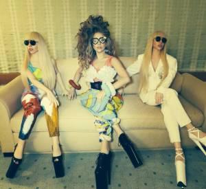Lady Gaga présente ses poupées tailles réelles au Japon.