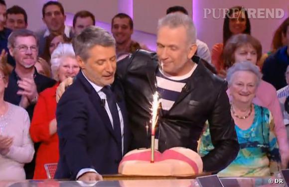 Antoine de Caunes pensait fêter ses 60 ans en toute intimité, mais c'était sans compter ses amis, dont le styliste Jean-Paul Gaultier.