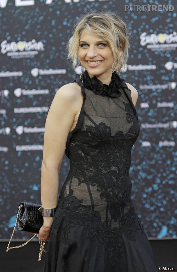 Amandine Bourgeois poussera la chansonnette avec ses camarades de la Nouvelle Star, le 26 décemre prochain sur D8.