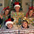 Joyeux Noël monsieur et madame cadeau.    Source : http://awkwardfamilyphotos.com/