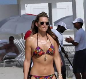 Molly Sims affiche une silhouette impeccable, pas mal à 40 ans et après une grossesse.