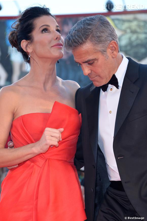 George Clooney n'est pas gay, il aime trop les seins de Sandra Bullock.