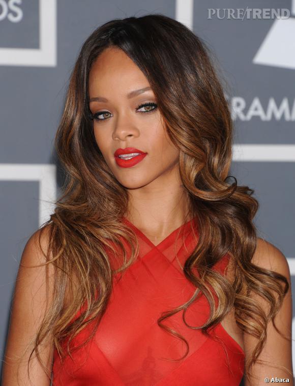 Rihanna avec les cheveux longs.