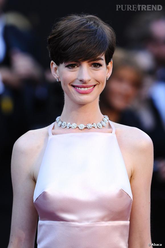 Anne Hathaway avec les cheveux courts.
