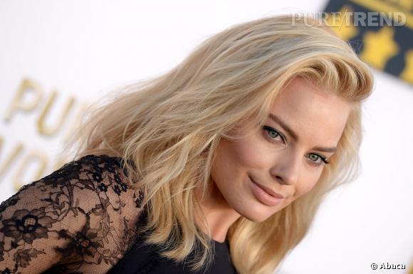 """Margot Robbie, la star sexy du film """"Le Loup de Wall Street"""", choisit de laisser ses cheveux détachés."""