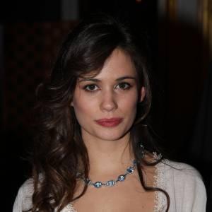 Lucie Lucas, très élégante lors du bal de Paris en décembre 2013.