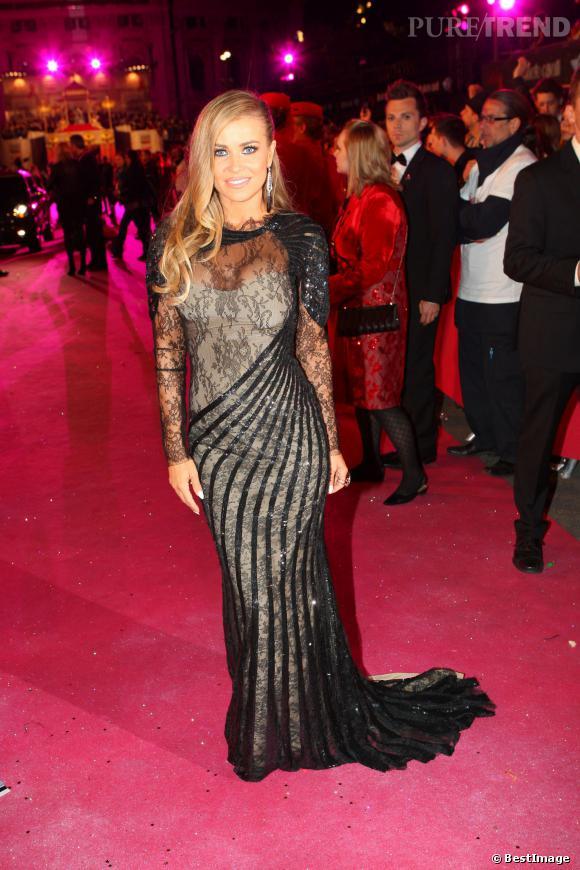 Carmen Electra, toute en transparence et dentelle au Life Ball 2013, à Vienne.