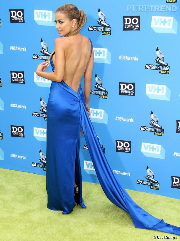 Carmen Electra dévoile sa chute de reins aux Do Something Awards.
