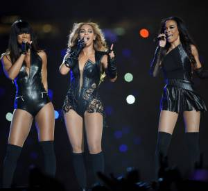 "Beyonce entourée de Kelly Rowland et Michelle Williams, les anciennes ""Destiny's Child""."