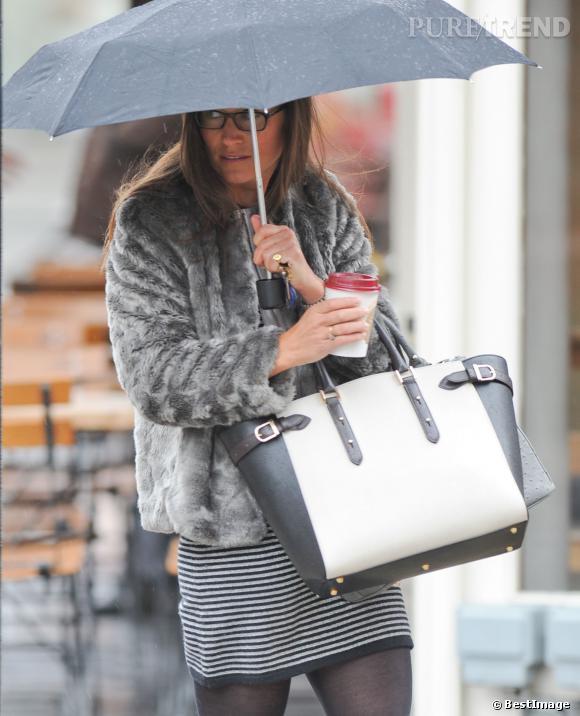 Pippa Middleton de sortie en plein Londres, le 11 février 2014, elle est ultra-chic sous la météo pluvieuse.