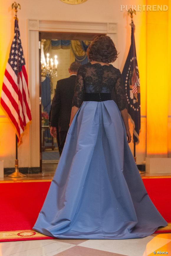 Michelle Obama fait sensation dans une création à la facture délicate et glamour.