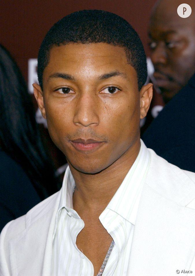Pharrell williams se laisse pousser les cheveux en 2005 - Casquette pharrell williams ...