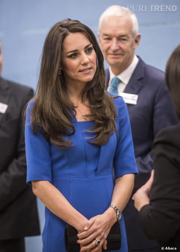 Kate Middleton, la rumeur sur sa grossesse continue : la Duchesse de Cambridge en serait à trois mois de grossesse en février 2014 selon HollywoodLife.