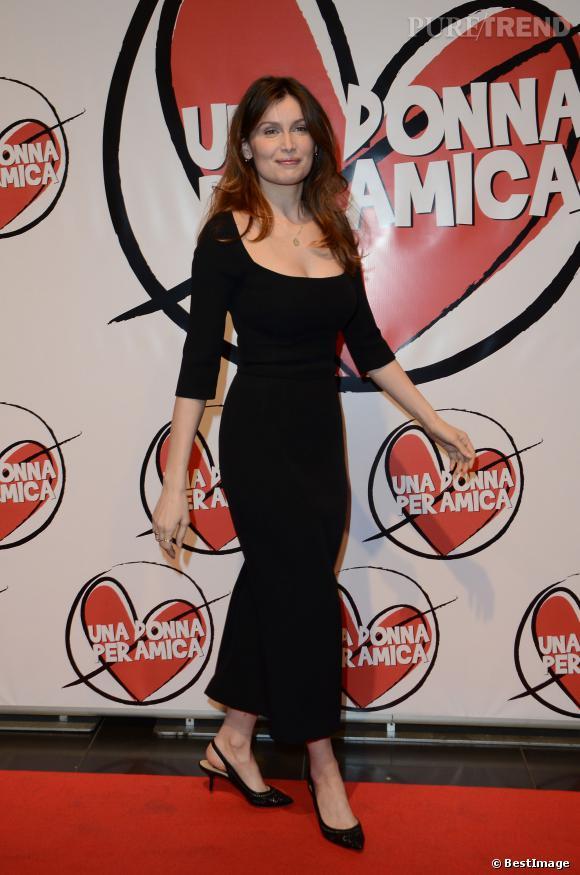 Avec une telle silhouette, Laetitia Casta peut se permettre une longueur chevilles et des kitten heels !