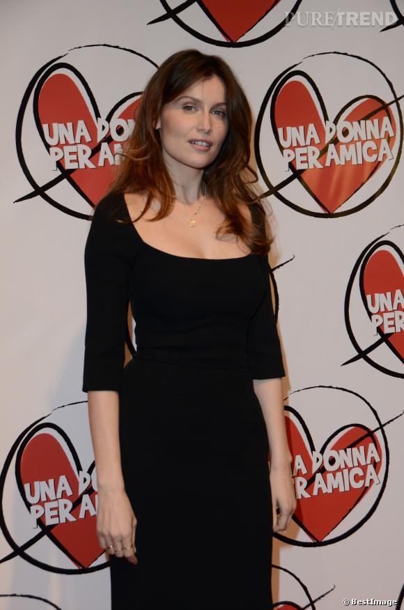 """Laetitia Casta ose le décolleté plongeant pour la première du film """"Una donna per amica"""" à Rome, le 24 février 2014."""