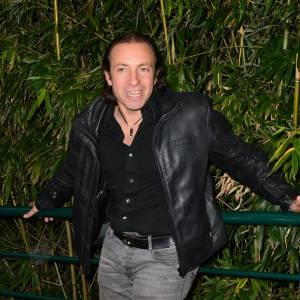 """Philippe Candeloro répond aux critiques des """"coincés de la fesse""""."""