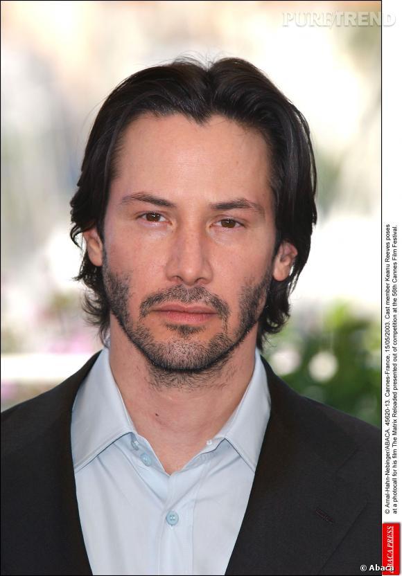 Keanu Reeves version barbe de trois jours et cheveux mi,longs, en 2003.