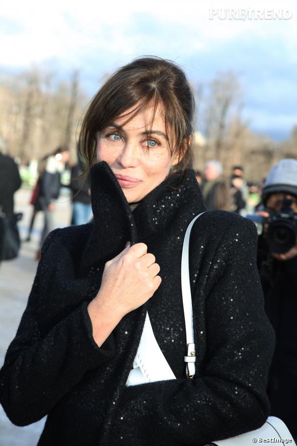 Emmanuelle Béart, douce et charmante pour le défilé Elie Saab.