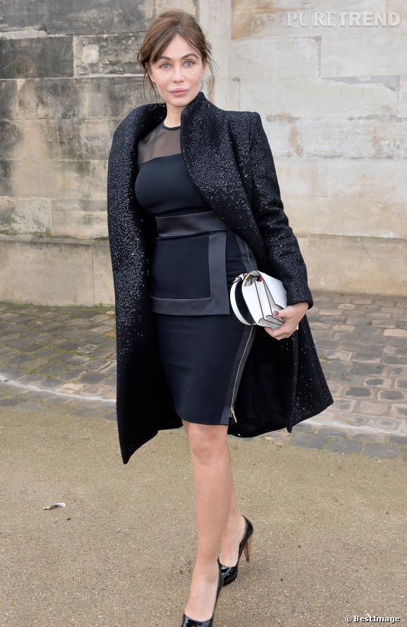 Emmanuelle Béart a fait parler la fashionista qui est en elle à l'occasion de la Fashion Week.