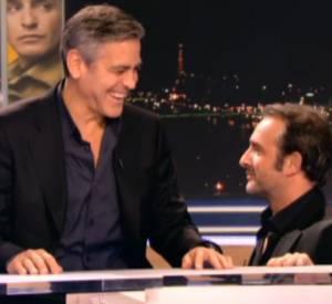 Jean Dujardin et George Clooney s'amusent comme des petits fous sur le plateau de TF1, hier soir.