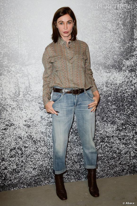 Emmanuelle Béart porte  (Jeans )