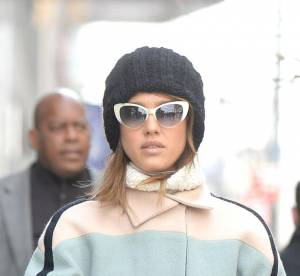 Jessica Alba : maman audacieuse en total look pastel... Un look à copier !
