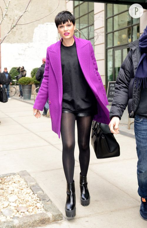 Jessie J, le short sexy et fashion dans les rues de New York