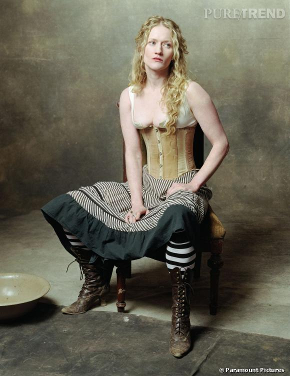 "Paula Malcomson alias Trixie dans ""Deadwood""."