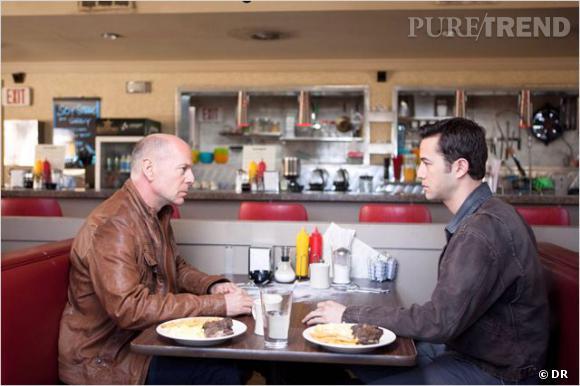 """Bruce Willis et Joseph Gordon-Levitt. Quand un mythe rencontre un jeune premier très en vogue pour """"Looper""""."""