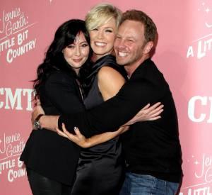 Shannen Doherty, Jennie Garth et Ian Ziering, complices en 2012.